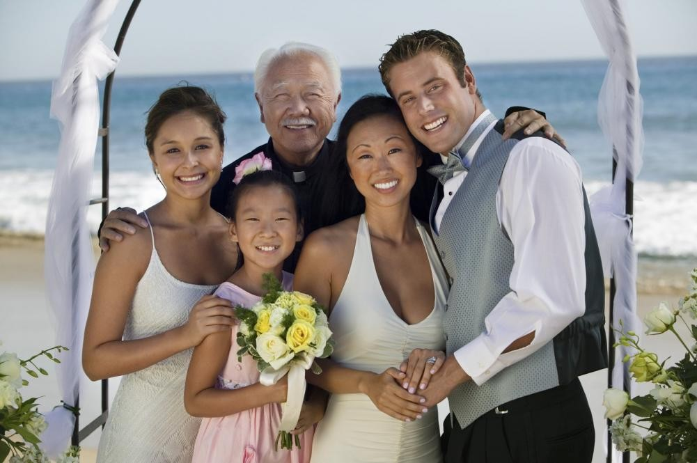 bride-and-groom-on-beach-with-family