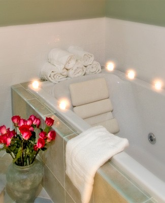 Majestic penthouse spa tub