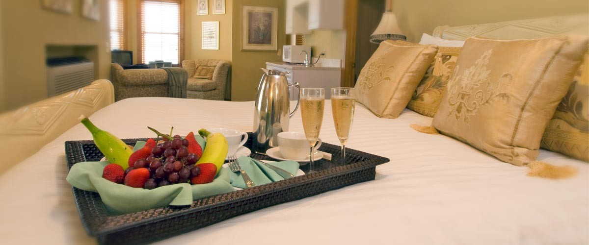 Luxury room fruit and champagne tray