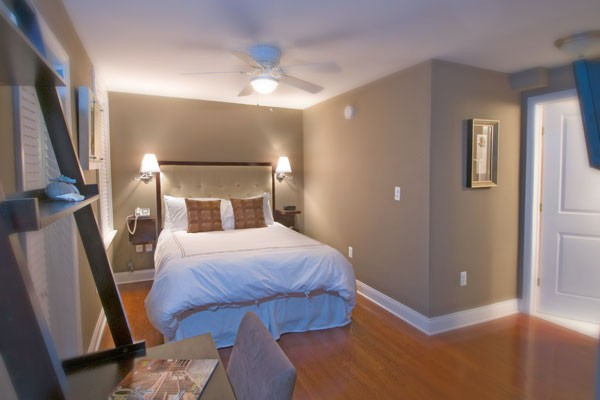 Contemporary Room 6 Bed and Desk