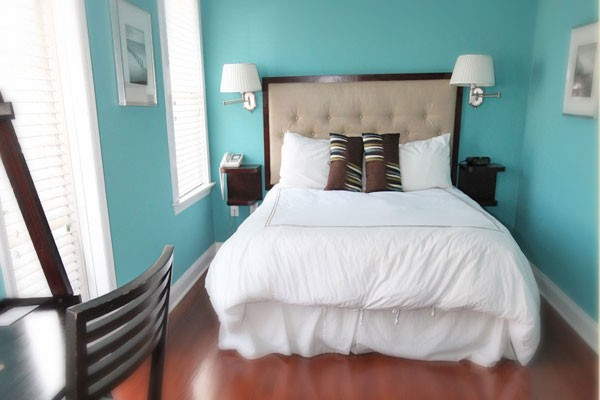 Contemporary Room 13 Bed