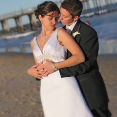 side-wedding-couple-beach